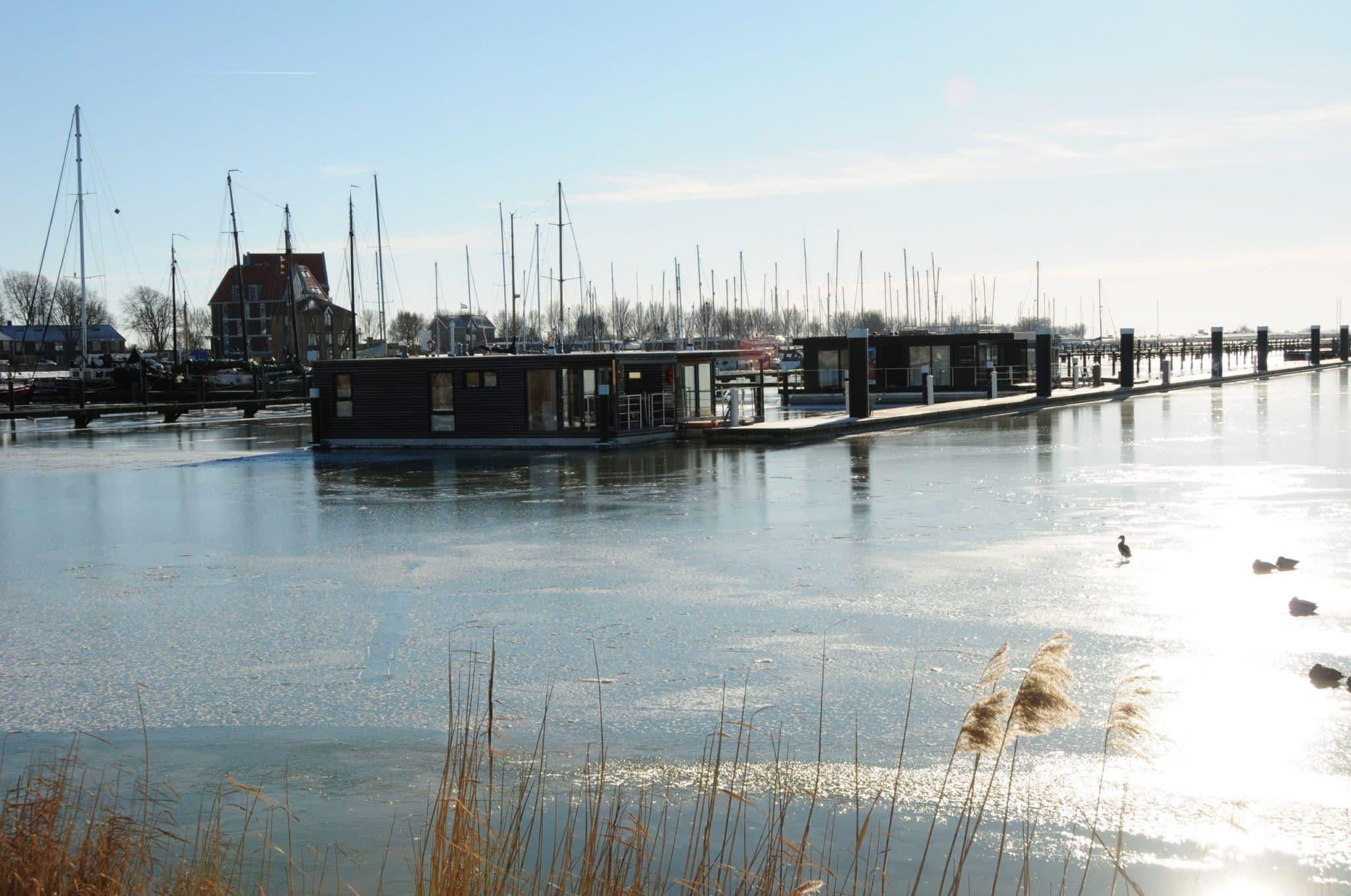 Mermaid-Hausboote_im_Winter_5